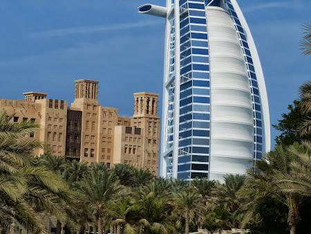 Obiective turistice Dubai: Medinat Jumeirah si Burj-al-Arab