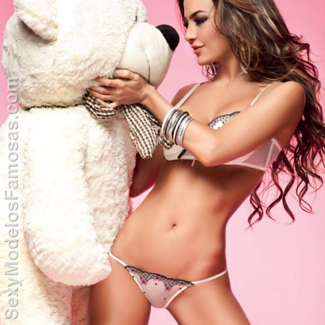 Natalia Velez Sexy Lenceria Besame Foto 39