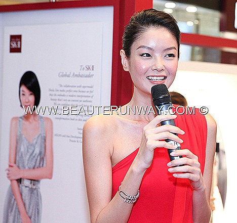 SK-II NEW  BRAND AMBASSADOR SHEILA SIM FACIAL TREATMENT ESSENCE Skin signature eye cream   Cellumination Essence mask LXP Ultimate Revival 3D refining mask