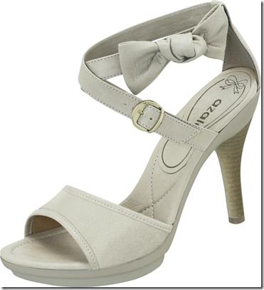 4ef6df136 Nessa linha, os laços enfeitam os calçados, junto com cores mais neutras.  Para um look mais elegante, esse modelo é ideal. Além da opção de sandália,  ...