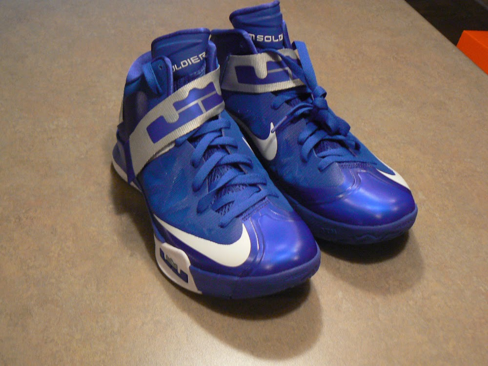 c57bad4d3b2 3 x Nike Zoom Soldier VI Sample Blue Red and White ...