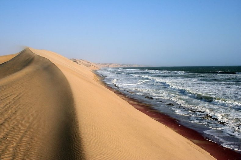 namib-desert-meets-sea-9