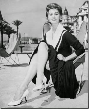 Sophia-Loren-1955-in-Butterfly-Chair