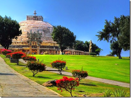 800px-Sanchi_Stupa_distant_view