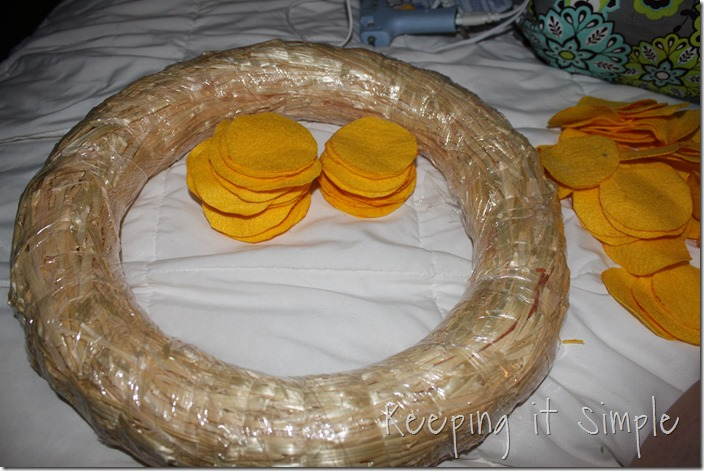 Circle felt wreath (1)