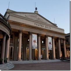 Fachada do Teatro Solís, que agora tem sistema de audiodescrição