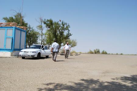 Transport Uzbekistan: Cu masina prin desertul Kizilkum
