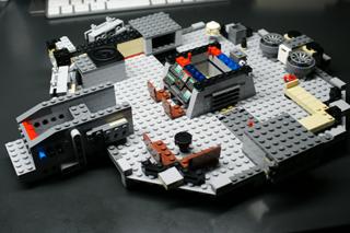 LEGO: 7965 Millennium Falconを組む その2