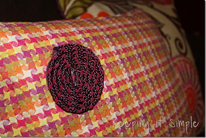 Piping on a pillow (23)