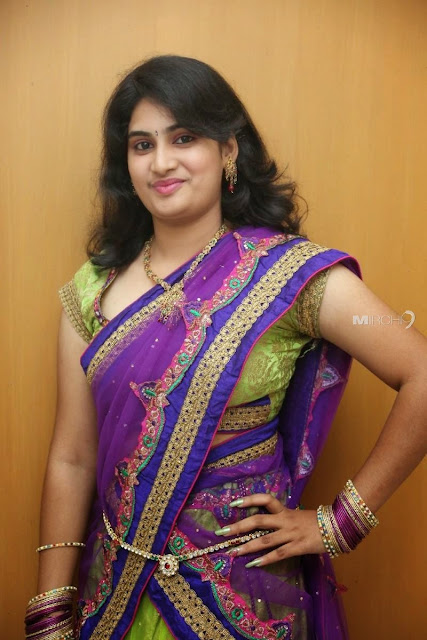 , Andhra beautiful girls, cute pics in saree, cute girls, beautiful smile girls, cute smile girls, girls in saree, saari sari pics, girls in sary images