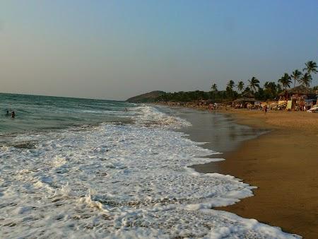 41. Valuri pe plaja din Goa.JPG