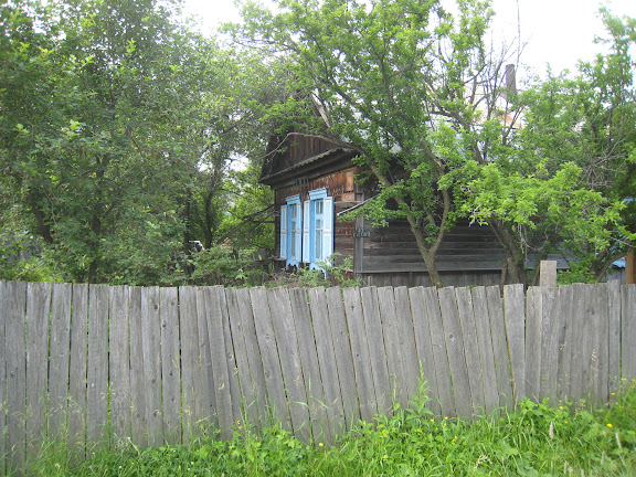 Izba sur le chemin de Muraveka à Novogordeevka, à l'est d'Anutchino (Primorskij Kraj, Russie), 2 juillet 2011. Photo : G. Charet