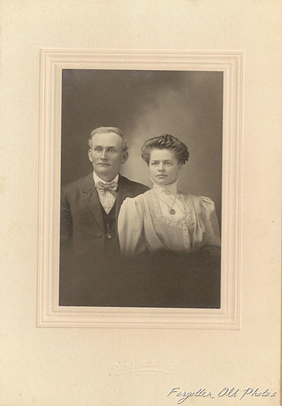 Unknown Couple Antigo Wisconsin DL Antiques