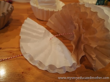 Coffee Filter Decor #recycledcrafting #holiday crafting