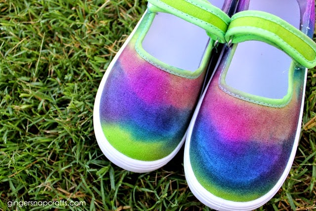 Tie Dye Shoes #tiedyeyoursummer #ilovetocreate #tdys #ad