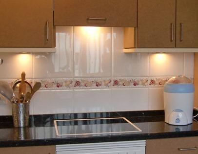 Cande cosas modernizar una cocina parte ii pintar una - Como renovar los azulejos de la cocina sin obras ...
