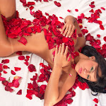 Andrea Rincon, Selena Spice Galeria 48 : Solo Para Ti, Corazon Petalos De Rosa En La Cama – AndreaRincon.com Foto 23