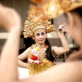 Bali Dancer by Widianto Didiet - People Musicians & Entertainers ( dance,  )