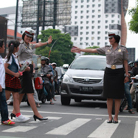 Polisi wanita by Andrie Fery - People Professional People