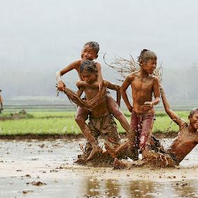 The beauty of childhood by Muhasrul Zubir - Babies & Children Children Candids