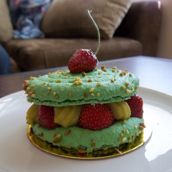 Fresh wild strawberry Pistachio Macaroon cake!