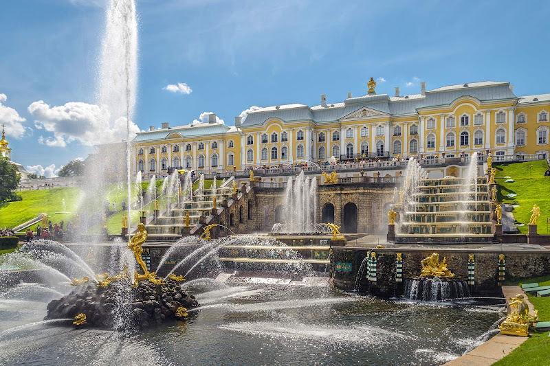 Grand Peterhof Palace and the Grand Cascade in St. Petersburg, Russia.