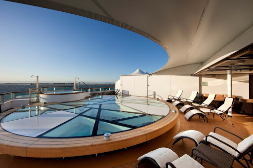Yearning for a best-in-class whirlpool? The Spa Terrace aboard Seabourn Odyssey is a private area for spa aficionados.