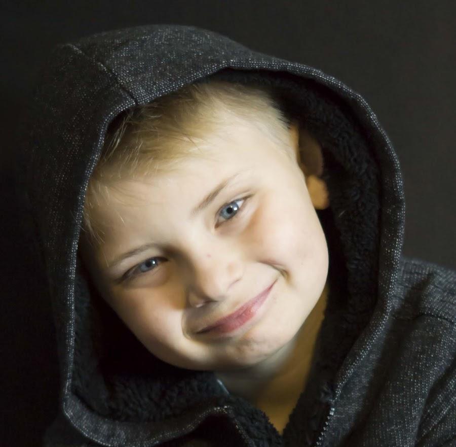 Jaddin by Laura Bergman - Novices Only Portraits & People ( blonde, smile, boy, portrait )