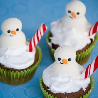 Hot Chocolate Cupcakes with Marshmallow Frosting #SweetEatsHolidayTreats.