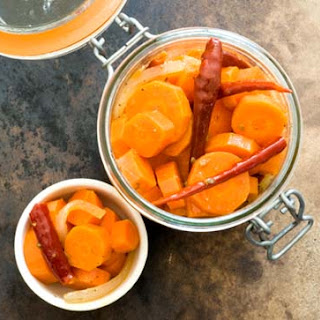 Ninfa's spicy pickled carrots (adapted from the Houston Chronicle)