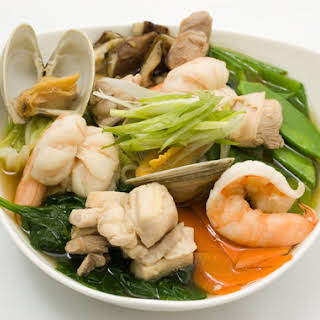 Udon Noodles with Chicken, Shellfish, and Vegetables.