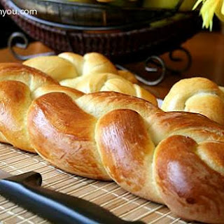 Zopf (Züpfe) - Swiss braided Bread.