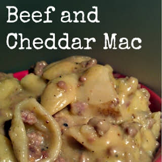 Slow Cooker Beef and Cheddar Mac.