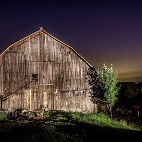 Into the Night by Flavio Mini - Buildings & Architecture Other Exteriors ( light painting, quebec, barn, mansonville, nightscape,  )
