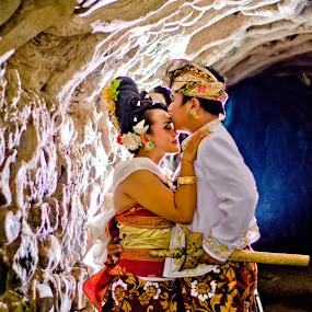 Promise to always love you by Gde Muriarka - People Couples ( love, bali, preweding, traditional, couples )