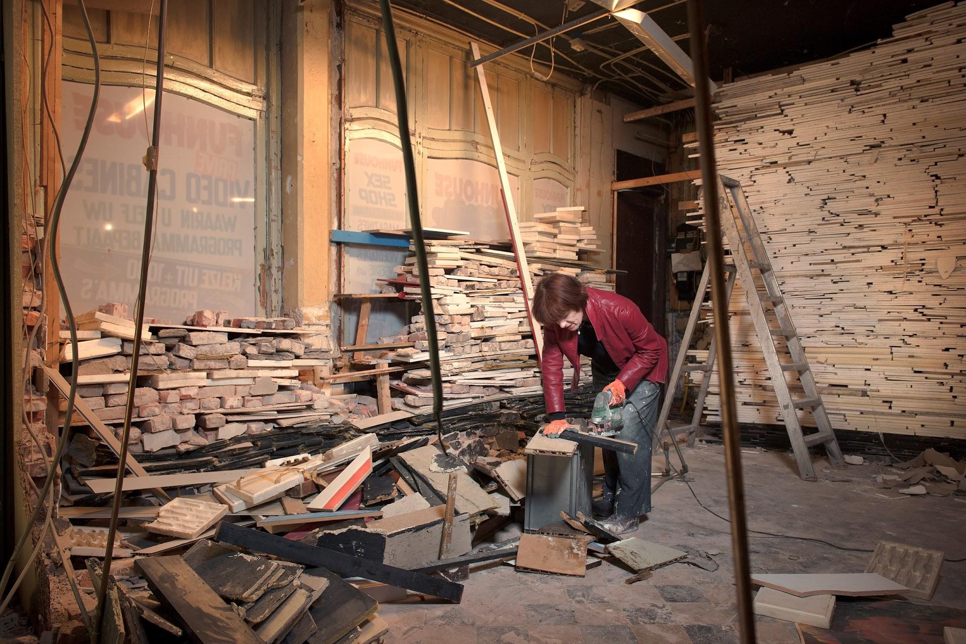 Marjan Teeuwen werkt aan 'Verwoest Huis Leiden' (2015)
