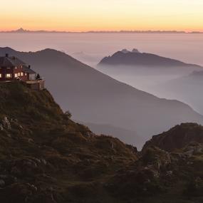 Aratavaggio Sunset by Erik Pettinari - Landscapes Sunsets & Sunrises ( mountain, lombardia, italia, sunset, piani artavaggio, artavaggio, italy,  )