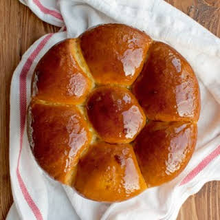 Sweet Bread with Honey and Saffron.