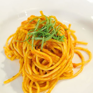 Spaghetti with Fresh-Tomato Sauce and Serrano Peppers