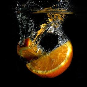 Fresh Orange by Benyamin Kristiawan - Food & Drink Fruits & Vegetables ( orange, sunkist, fresh orange )