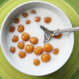 Pumpkin Glutinous Rice Balls in Sweetened Coconut Cream (Bua Loi Fak Thong)