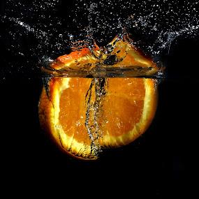 Splash Orange by Benyamin Kristiawan - Food & Drink Fruits & Vegetables ( orange, splash, sunkist, photography )