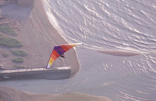 hang-gliding-Gaspesie-Quebec - Hang gliding on the beach, Gaspesie, Quebec.