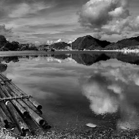 rakik at tarusan kamang lake by Fajar Vandra - Black & White Landscapes
