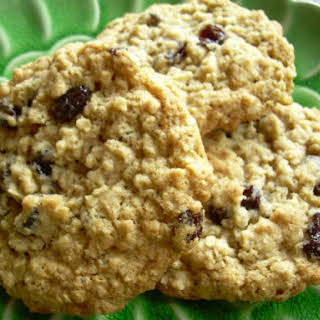 Quaker Vanishing Oatmeal Raisin Cookies.
