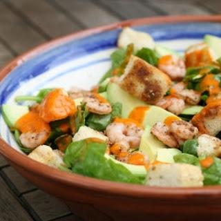 Gemengde Vissalade Met Voorjaarsgroenten