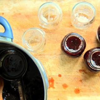 Honey-sweetened Pectin-Free Strawberry Jam - pressure cooker