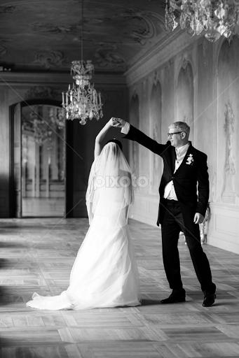 Slow Dance By Kosh Umm Wedding Bride Groom First Black And