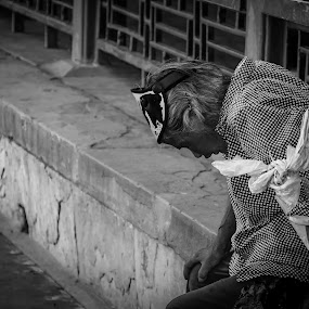 Live Without House by Eddy Tan - People Street & Candids ( street, white, people, black, china,  )