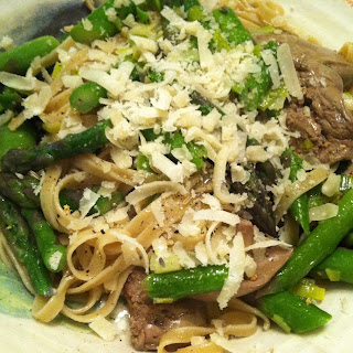 Spaghetti with Chicken Livers and Asparagus.